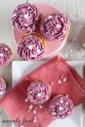 Orange lemoncurd blackcurrant cupcakes