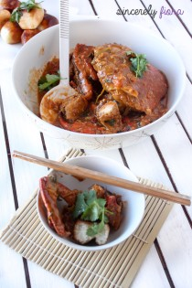singaporean chilli crab with deep fried buns